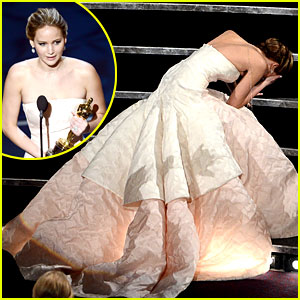 jennifer-lawrence-wins-falls-on-stage